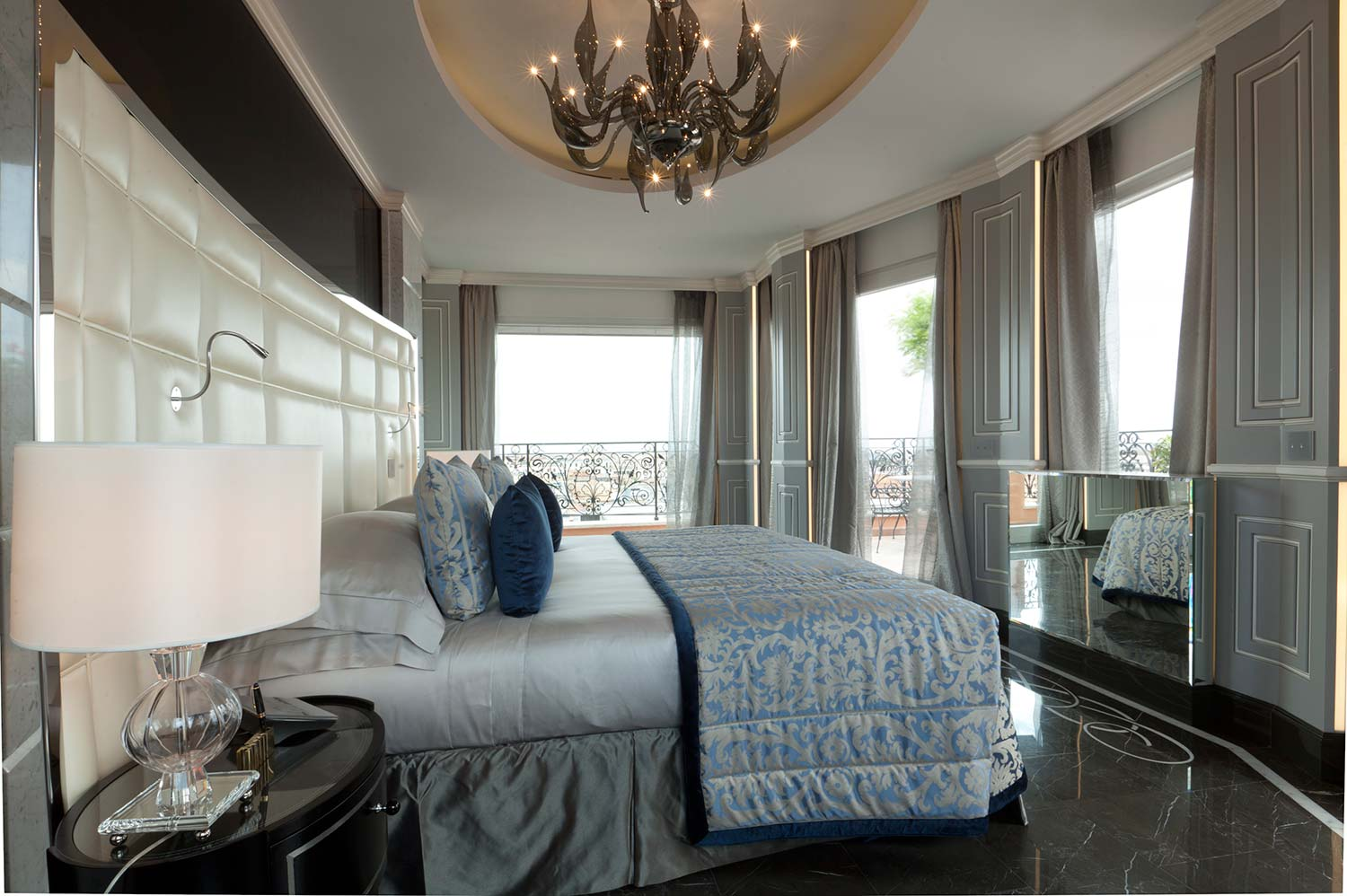 15_Roman_Penthouse_master_bedroom
