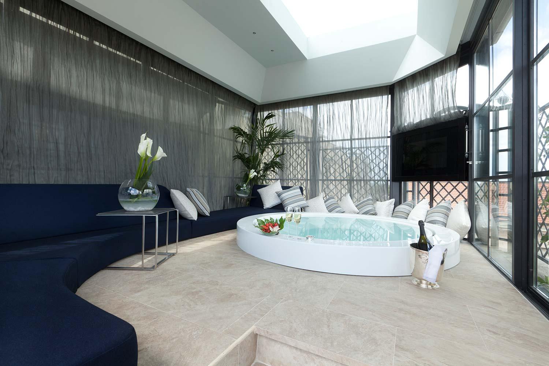 16_Roman_Penthouse_jacuzzi_pool