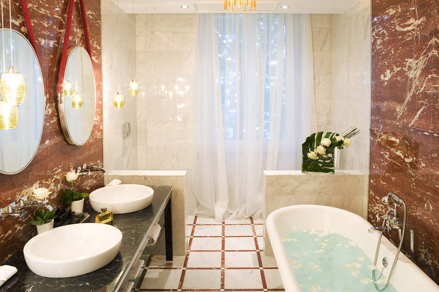 7_Regina_Hotel_Baglioni_Suite_Bathroom